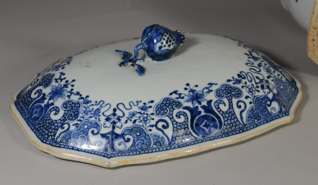 Chinese Export porcelain blue & white covered tureen, - 7