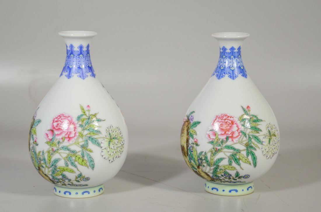 Pair of Chinese porcelain vases, decorated with exotic - 3