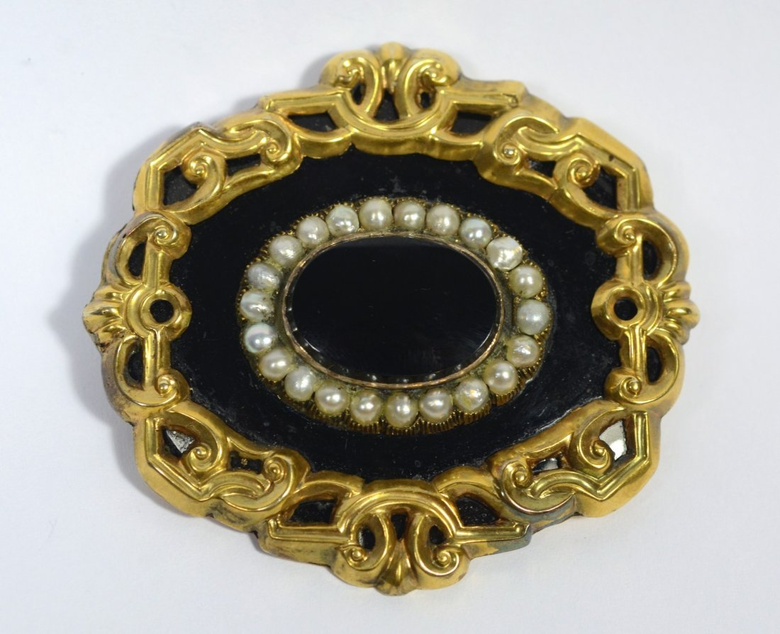 "Unmarked YG, onyx, & pearl Victorian brooch, 2"" x 1"
