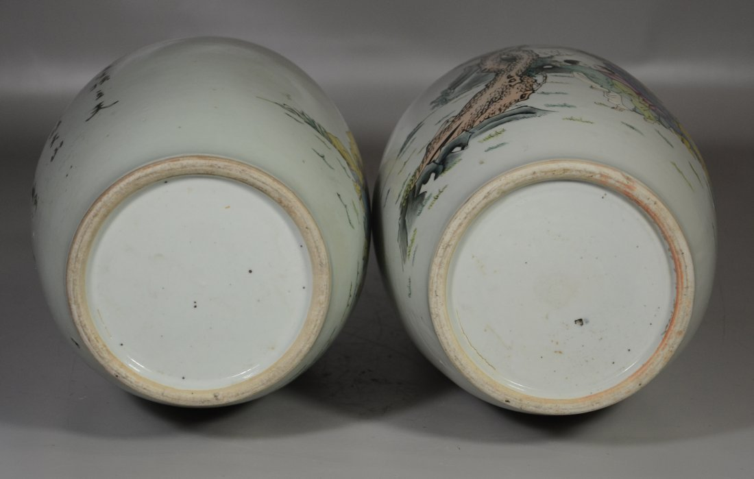Pair of Chinese porcelain vases with figures in a - 5