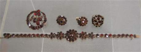 60G Suite of Victorian garnet jewelry 7 14 bracele