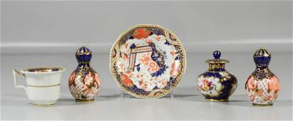 5 Pieces of English porcelain to include a pair of