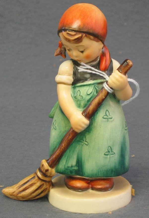 1011: Hummel Figurine, Little Sweeper
