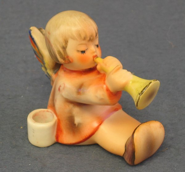 1024: Hummel Figurine, Angel with Trumpet