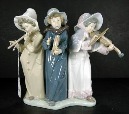 359: RETIRED LLADRO YOUNG STREET MUSICIANS 5306 MINT