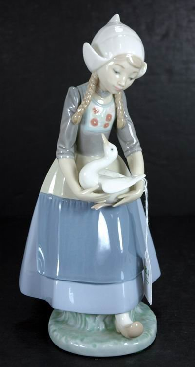 814: RARE RETIRED LLADRO ILSA 5066