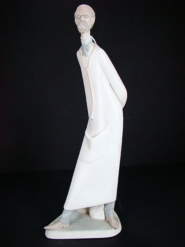 7: LLADRO RETIRED DOCTOR #4602 13 INCHES TALL