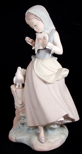 11: LLADRO GIRL WITH PIGEONS, RETIRED IN 1990 # 4915