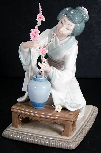 5: LLADRO ORIENTAL FLOWER ARRANGER  EXCELLENT  4840