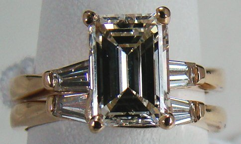 34: 14KT Y.G 3.00CT EMERALD CUT DIAMOND ENGAGEMENT RING