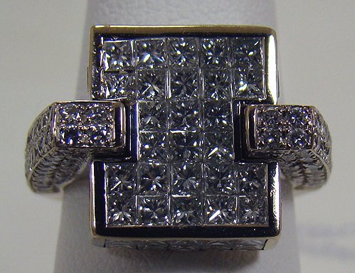 844: 18KT Y.G 5.00CT PRINCESS AND SOLATARE DIAMOND RING