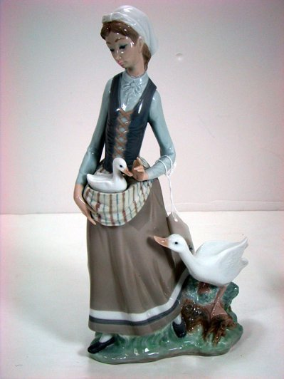 808: LLADRO GIRL WITH GOOSE 4815 RTD EXCELLENT CONDITIO
