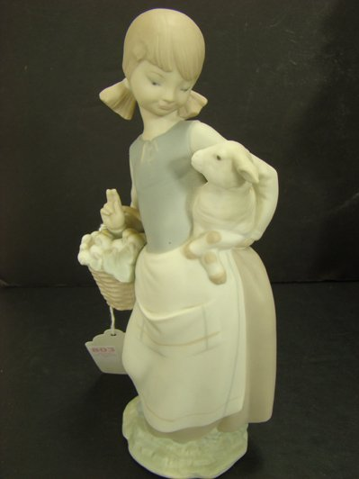 803: LLADRO GIRL WITH LAMB 4835 RETIRED 1991