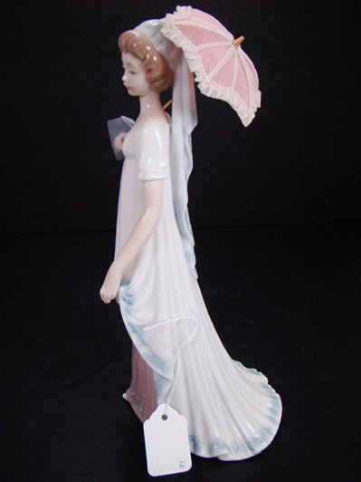 805: LLADRO VIENNESE LADY 5322 OVER 10 INCHES
