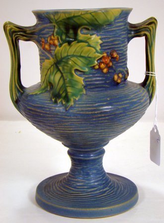 304: ROSEVILLE BLUE BUSHBERRY VASE 157-8