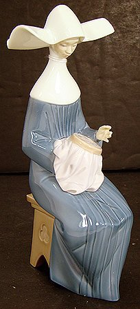 911: LLADRO TIME TO SEW NUN IN BLUE 5501 MINT W/ BOX