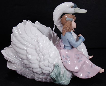 914: LLADRO SWAN SONG 5704 MINT WITH BOX