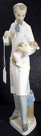924: LLADRO VETERINARIAN 4825 MINT WITH BOX