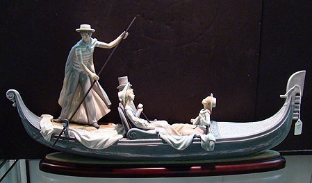 1067: LLADRO IN THE GONDOLA 1350 MINT NO BOX