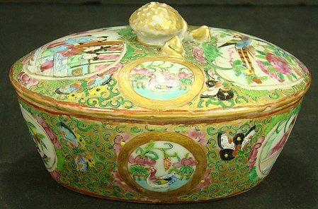 10D: 19TH CENT ROSE MEDALLION OVAL COVERED BOX