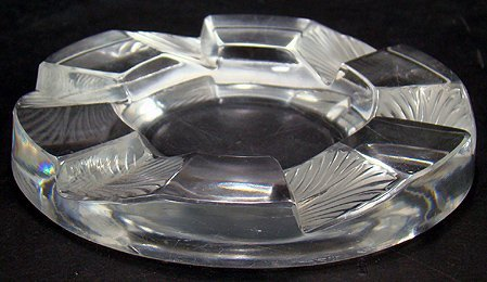 923: RETIRED LAILQUE ASH TRAY APROX  INCH  ACROSS