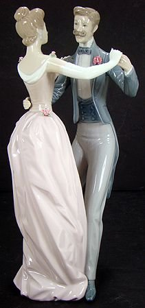 1151: LLADRO ANNIVERSARY WALTZ 1372 OVER 12 INCHES MINT
