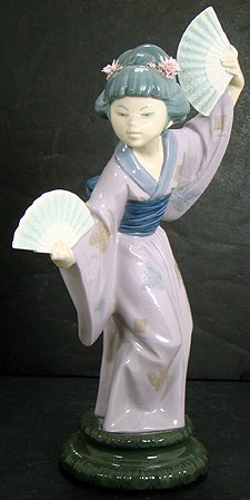 19: LLADRO MADAME BUTTERFLY 4991 RETIRED