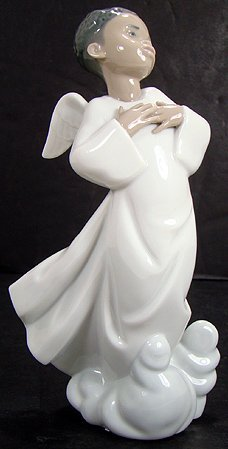 21: LLADRO FILLED WITH JOY 7 INCH ANGEL WITH BOX