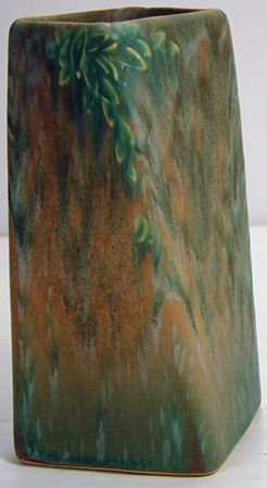 1060: ROSEVILLE FUTURA GREEN TWIST VASE 398-6 1/2 INCH