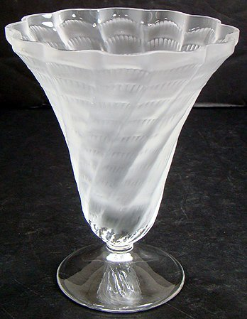 4: LALIQUE RETIRED LUCIE VASE 6 INCHES MINT