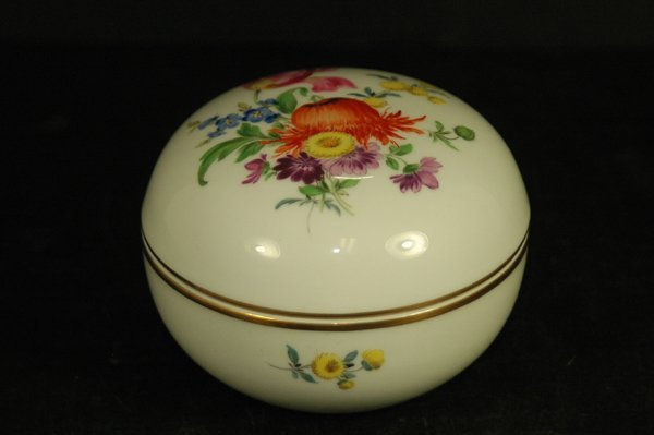 20: MEISSEN HAND PAINTED COVERED DRESSER BOX