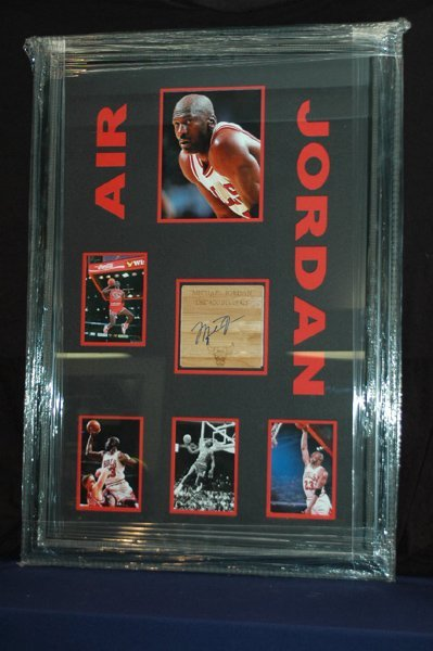 473: MICHAEL JORDAN WITH PIECE OF COURT SIGNED W/COA