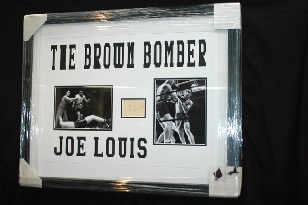 471: JOE LOUIS SIGNATURE MOUNTED IN DISPLAY BOX W/COA