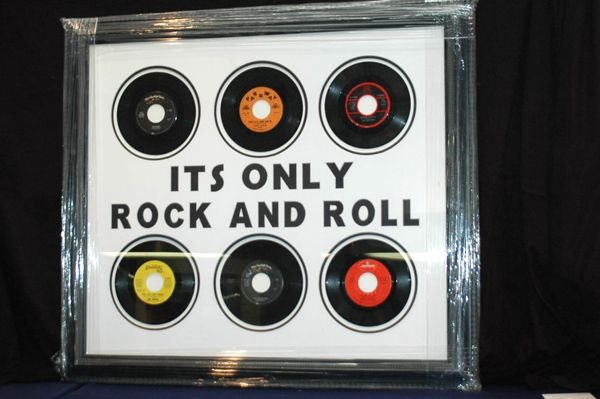 469: TRIBUTE TO ROCK N ROLL RECORD DISPLAY