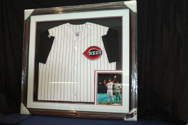 462: PETE ROSE JERSEY AND AUTOGRAPHED PICTURE W/COA
