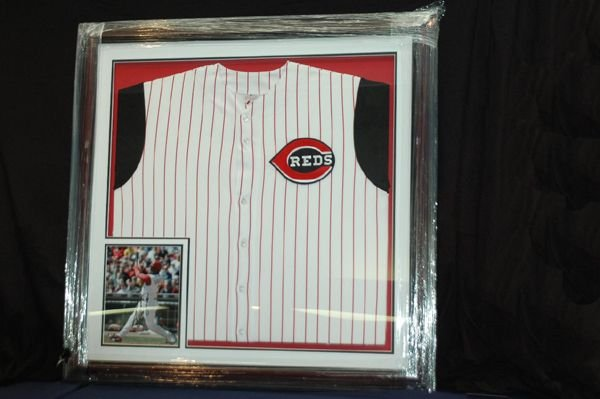 458: KEN GRIFFEY JR.  JERSEY  AND AUTOGRAPHED PICTURE W