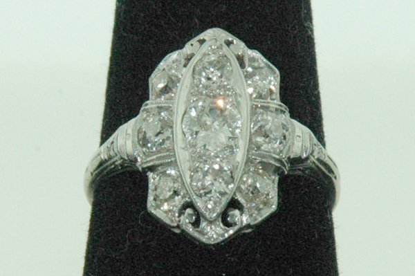 840: PLATINUM ART DECO DIAMOND RING 1.0CT