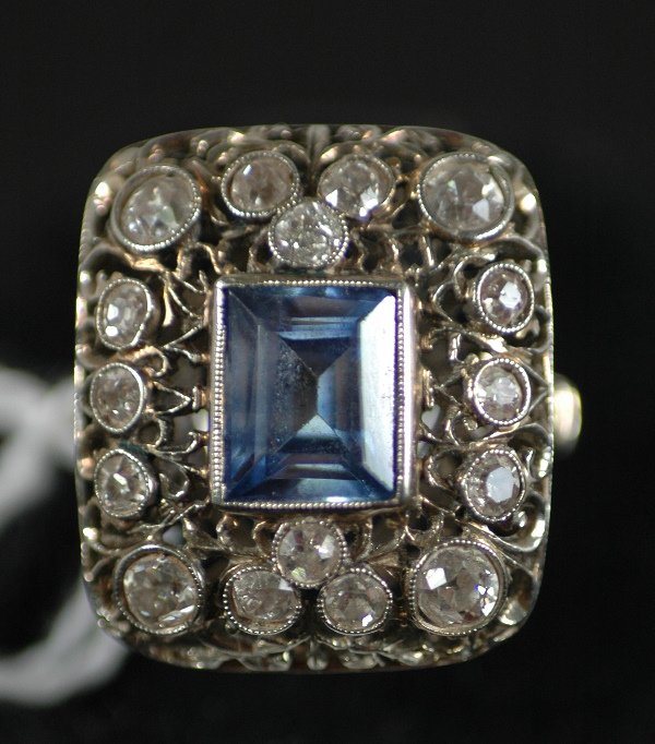 202: SAPPHIRE AND DIAMOND RING