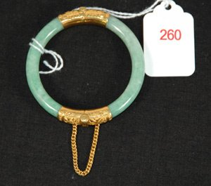 260: 1940'S JADITE BANGLE BRACELET 22K GOLF HINGE