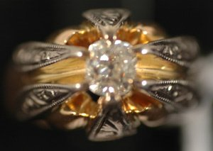 264: VICTORIAN 2 TONED DIAMOND SOLITAIRE RING
