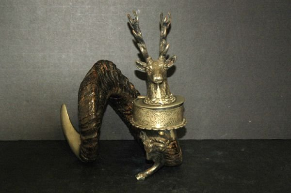 1216: GREAT GERMAN INKWELL LARGE RAMS HORN