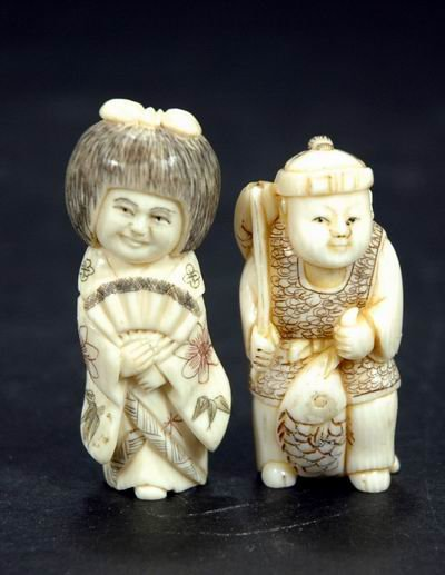 409: PAIR OF ANTIQUE CARVED IVORY NETSUKES OF A MAN AND