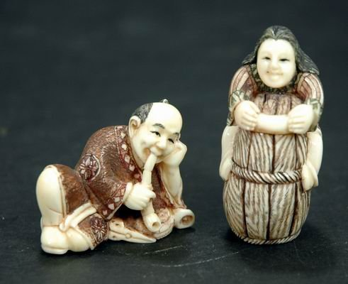 410: PAIR OF ANTIQUE CARVED IVORY NETSUKES OF A MAN AND
