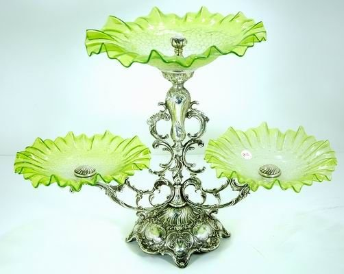 812: LOVELY VICTORIAN 3 ARMED EPERGNE WITH VASELINE GL