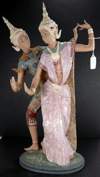 351: LARGE LLADRO TITLED THAI COUPLE NUMBER 2058 OVER 2