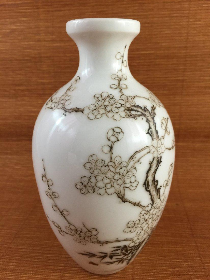 Chinese White Porcelain Qing Style Vase