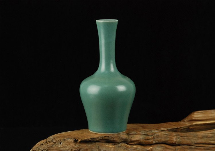 Chinese Famille rose Porcelain Vase with Blue Ground
