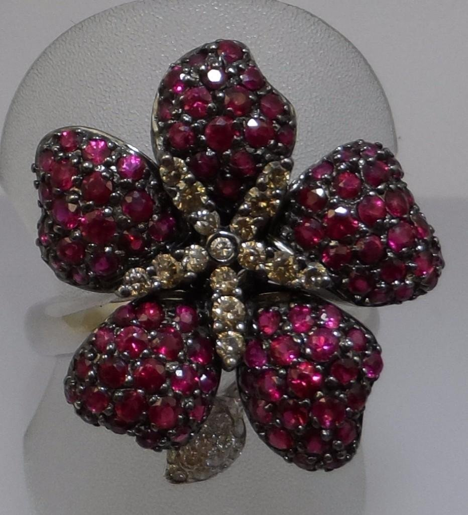 18kw Ruby and Diamond flower ring
