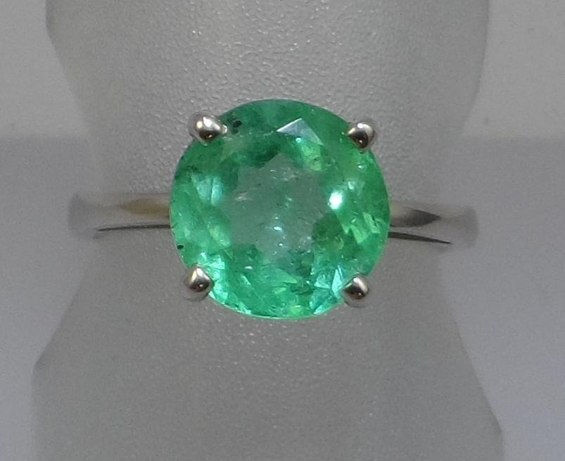 14kw Emerald Solitaire Ring