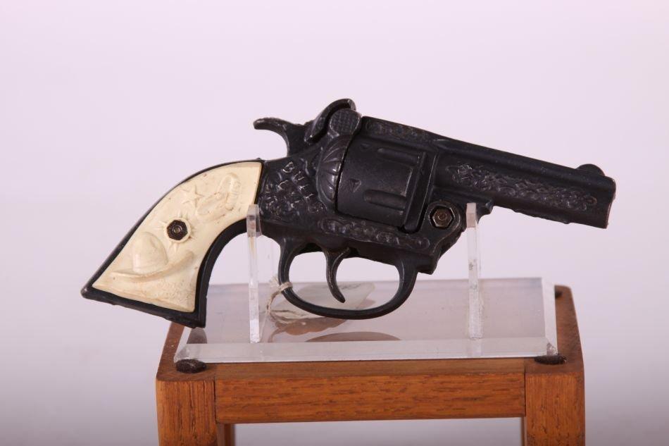 Kenton Bullseye Cap Gun, Cast Iron, White Cowboy Hat - 2